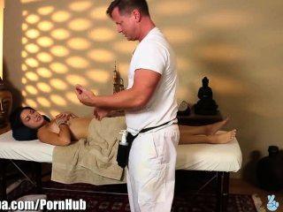 Massagem se transforma em trapaça para selvagens margarida menina haze