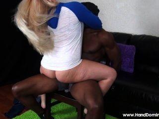 Branca, menina, levando, vantagem, desamparado, homem, grande, pretas, dick