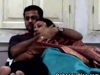 Casal indiano sexo caseiro