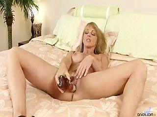 Mulheres maduras masturbando