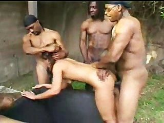 Rio mariah pregado por big black cocks