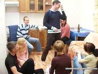 Estudante bêbado faz seus dois colegas de classe