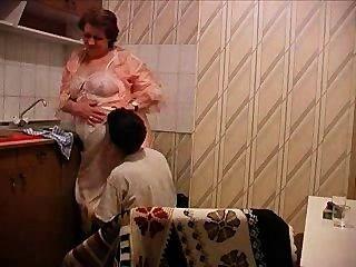 Vovó é fodido na cozinha