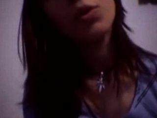 Ela engole seu próprio creme de bichano