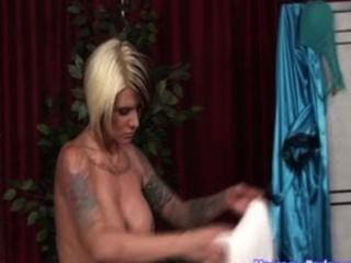 Grande tit fucking e cum deglutição durante uma massagem