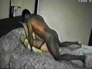 Esposa filmada com chefe preto pelo marido
