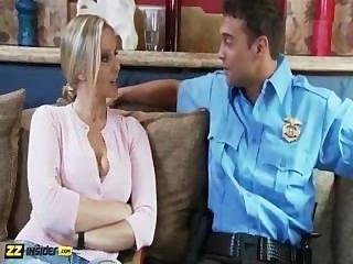 Julia ann é entrevistado por rocco reed, então é fodido por ele