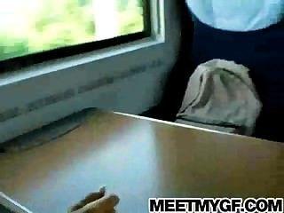 legal age adolescente loira fodido em um trem público
