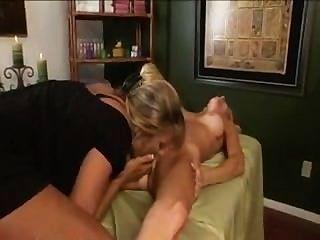 Milf e massagem lésbica madura