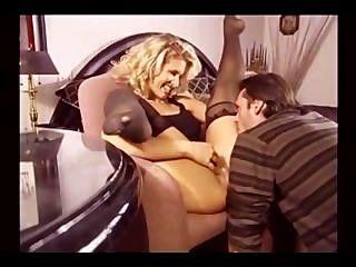 Loura erótica milf em meias fodendo em várias posições