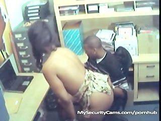 Casal preto fuck no trabalho travado na câmera