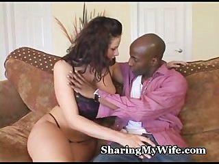 Busty wifey devora galo enorme