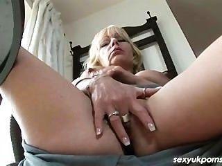 Uk mature pornstar jane bond sai em seu estudo