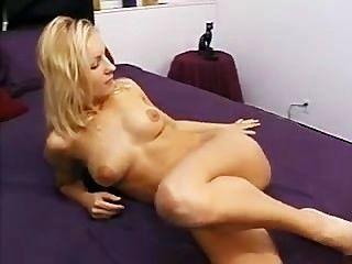 Ela leva-lhe estilo anal