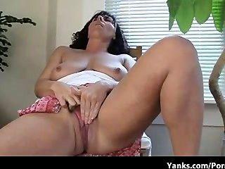 Lynn, a mãe com super tits incríveis