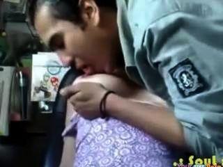 Menina indiana quer seu pau tão ruim