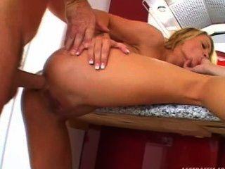 Jasmine lynn pequenas tetas anal loira 3some