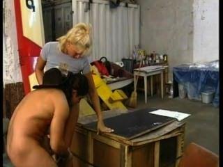 Horny país menina fode cowboy em uma garagem