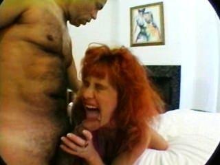 Mamãe grávida com seios enormes em trio