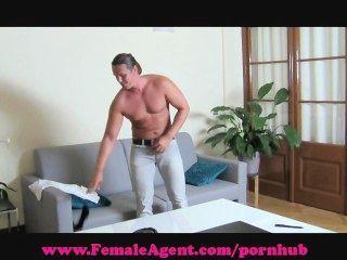 Agente feminina.Me faça gozar