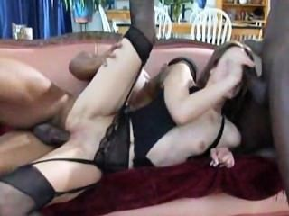 Âmbar rayne obtém dp por 3 big black cocks