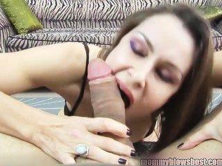Newbie milf nora noir dá primeiro porno garganta profunda