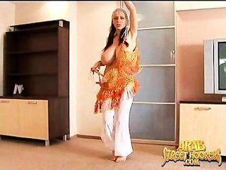 Grande, boob, árabe, barriga, dançarino, totalmente, nu, meio, oriental, mujra, dança
