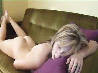 Sexy girl humping e fingering ao orgasmo por twistedworlds
