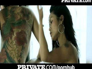Privado: anal asiático tatuado adolescentes no banho threesome!