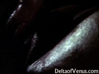 Massagem clássica do óleo da menina asiática busty \u0026 sexo