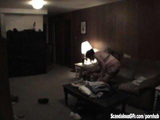 Homem é pego batendo sua irmã preggy em lei