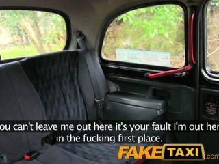 Faketaxi eu cum em sua bunda na parte de trás do meu táxi