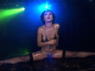 Nana kitami quente bikini óleo dançando