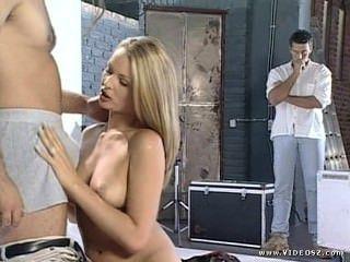 Nikki anderson modelo de moda sessão de fotos se transforma sexo threesome