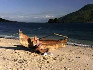 Hot babe adora a praia eo pau