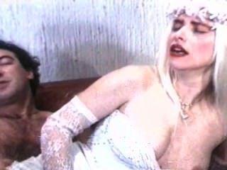 Moana pozzi e ilona staller cena hardcore do sexo mundial