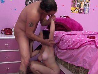 Paizinho ensinando passo filha como foder