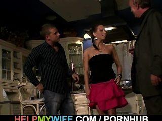 Cuckolding surpresa para a esposa jovem