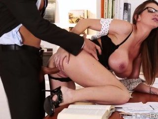 Super hot secretária brooklyns pussy gets fucked hard
