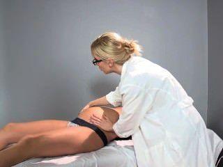 Sadie holmes médico grávida ajuda seu paciente a atingir o orgasmo