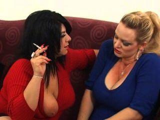 Mandy e amigo fumando