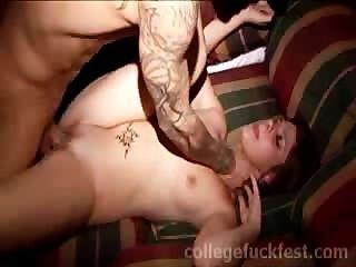 Prostituta é fodida na festa da escola