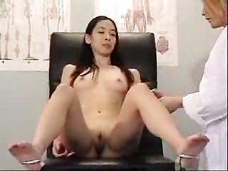 Asiática visita seu médico sujo