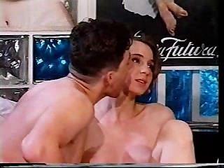 Menina italiana é fodida em um reality show