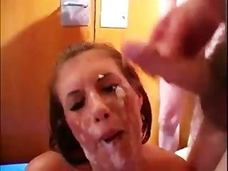 Brit Babe encharcado em galo snot