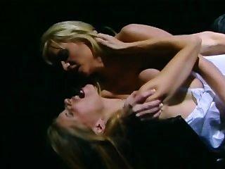 Lésbicas enfermeiras em lingerie obter seus bichanos tocados e toyed