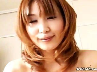 Dona de casa japonesa dá perfeito um blowjob