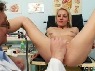 Loura feminino real gyno check up