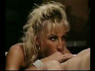 Secretora loira quente no escritório de vídeo vintage