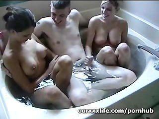 Amador, trio, banheira
